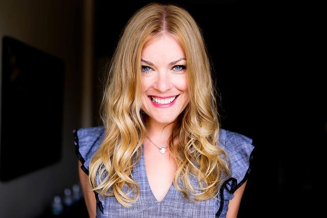 úsměv blondýny