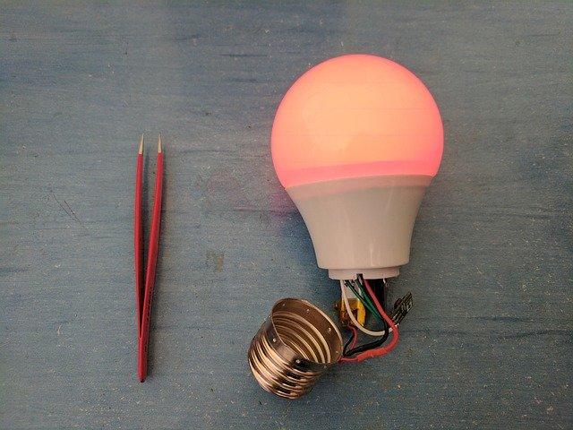 LED žárovky spaticí R7s, MR16, E27, E14 mohou být i plnospektrální